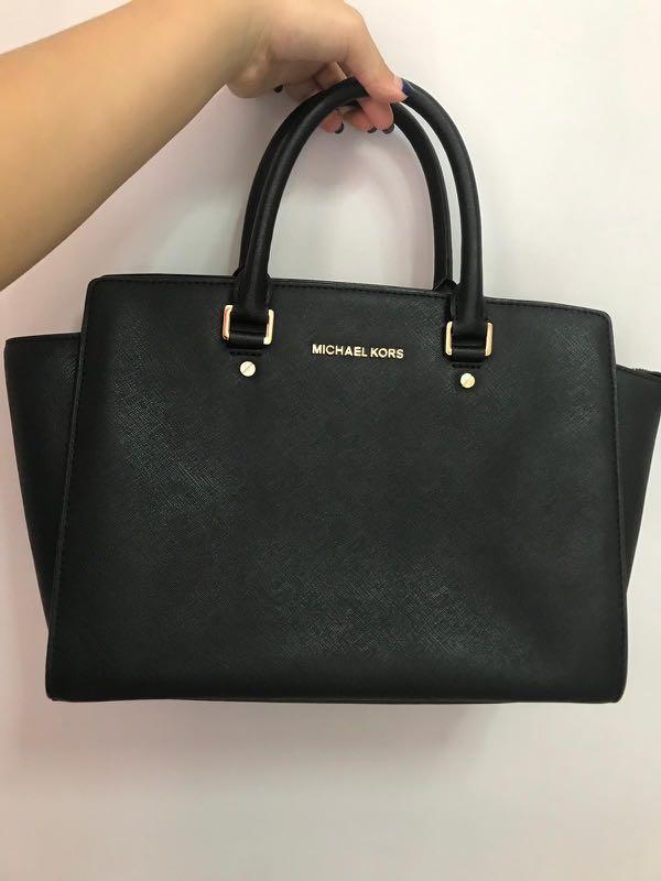 99df60bac6e1 Michael Kors Medium Selma Black Bag Used