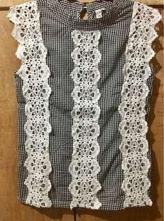 Checkerd sleeveless lacey top