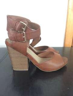 Brown Block Heels (f21- 7.5)