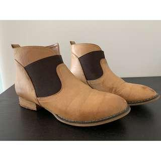 NOVO Brown Tan Ankle Boots 6