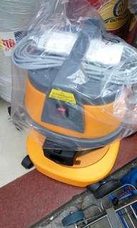 吸塵機!(二用吸水機!附送多件配件方便好用)上水送附近!(15升65O元  30升750元)自取價!