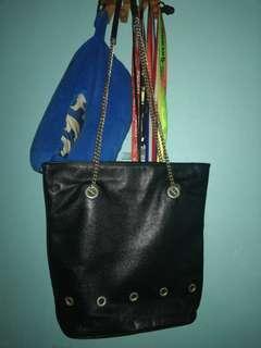 #dec30 Vintage 💯 leather chain tote