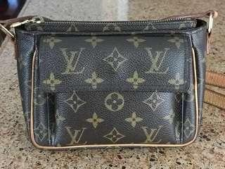 LOUIS VUITTON AUTHENTIC crossbody