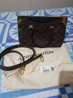 Authentic Louis Vuitton Pallas BB monogram Noir
