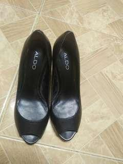 Selling This ALDO Shoes