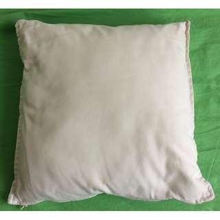 Cushion with cotton cover