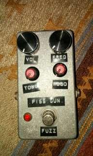 PISS GUN FUZZ PEDAL (copy Supersonic Fuzz Gun - Death by Audio)