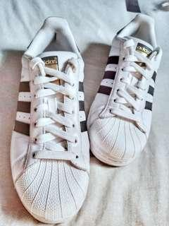 Adidas Superstar!
