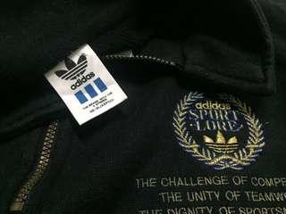 Vtg Adidas sweatshirt