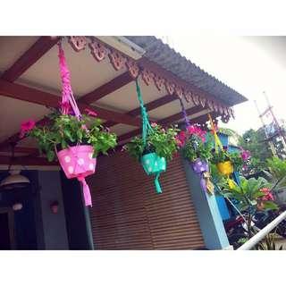 Pot dan gantungan bunga polkadot