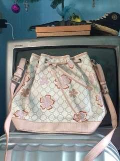 LOOK sling bag