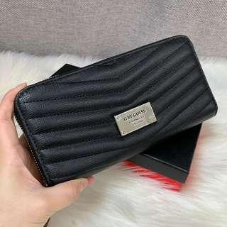Authentic GUESS Zip around Wallet