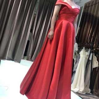 紅色off shoulder 敬酒裙