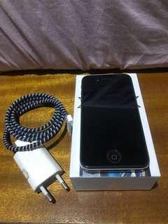 iPhone 4s 2nd tangan pertama free case n tempered glass