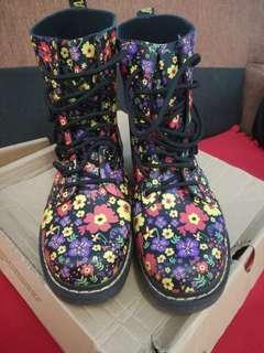 Dr Marten drenc boots