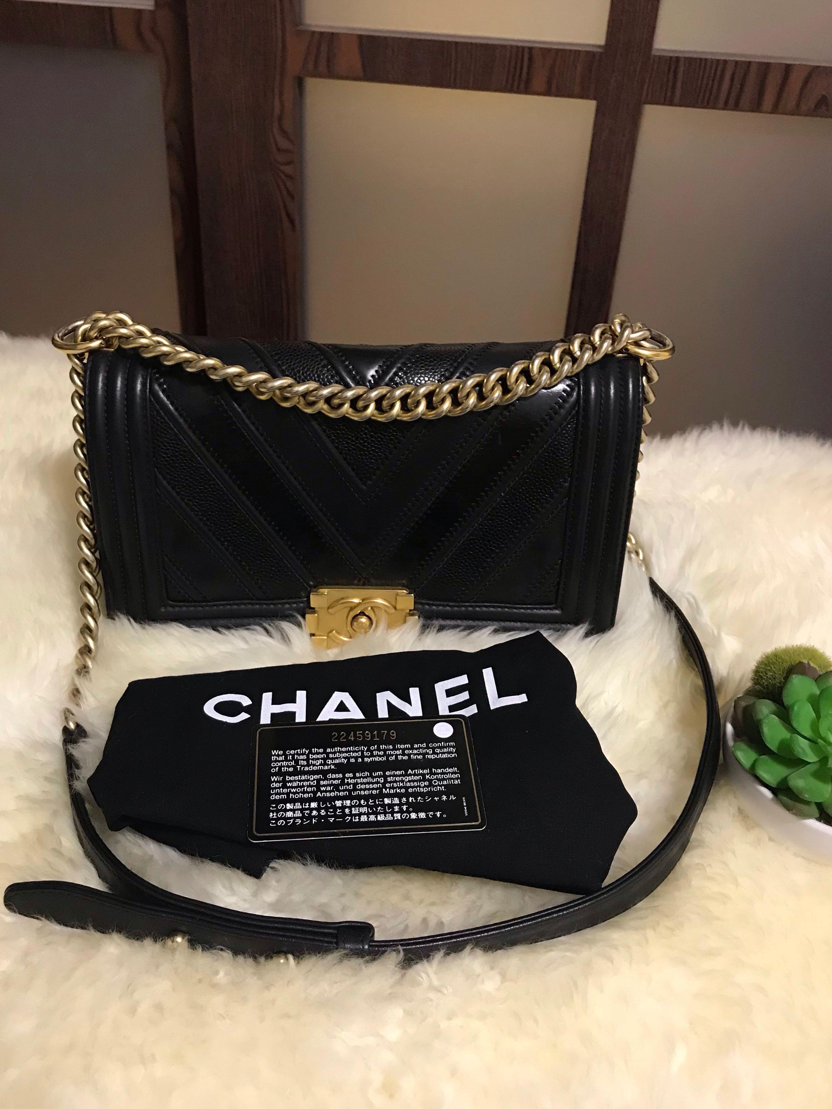 7da7660eea3 22 Chanel Boy old medium Chevron Caviar Black With Ghw