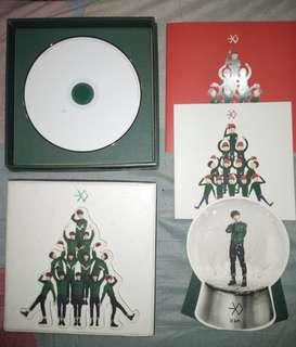 Exo miracles in december album with luhan snowglobe