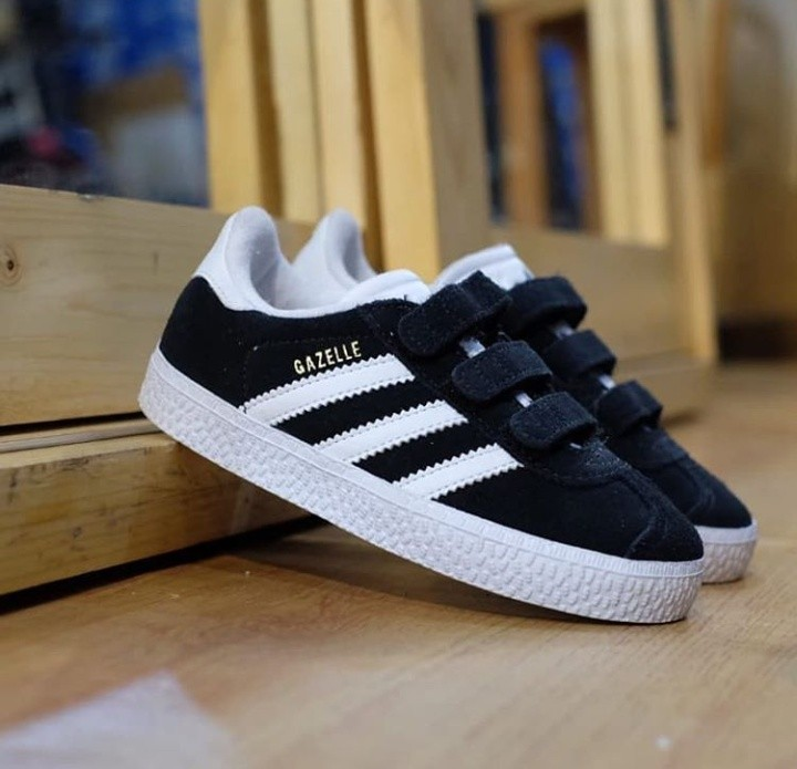 competitive price b5433 f3e86 Adidas Gazelle Kids Velcro, Babies  Kids, Others on Carousel