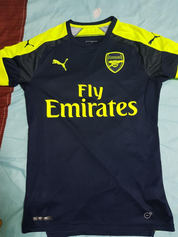 on sale 1752d 1a904 Arsenal jerseys, Sports, Sports Apparel on Carousell