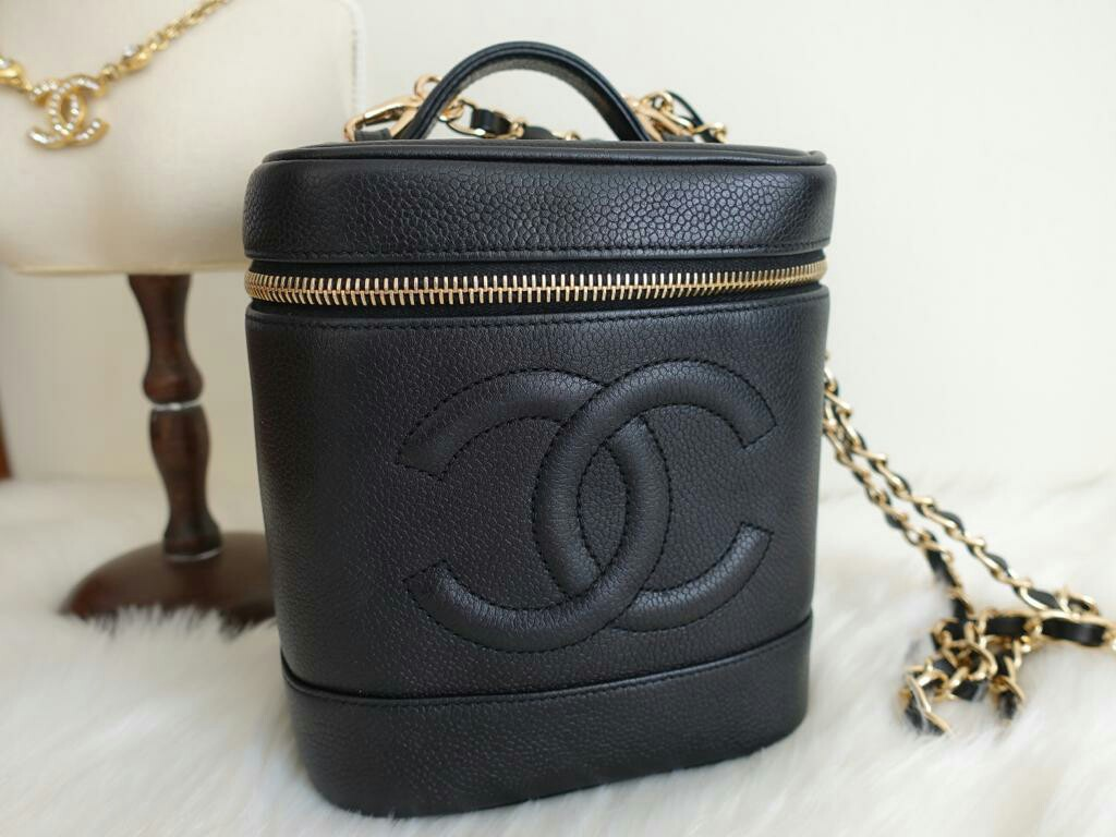 bb4d22466529 CHANEL VINTAGE COSMETIC VANITY BOX BAG CAVIAR LEATHER BLACK
