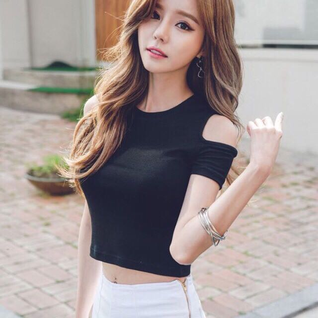 4bf68f893d9 🔥Crop top korean style 🔥, Women's Fashion, Clothes, Tops on Carousell