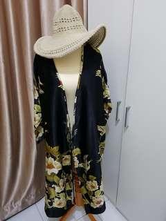 Kimono dress black, bird and flower print.Masih sangat bagus.Keren banget dijadiin kimono dress atau outer.Bagus banget buat yg berhijab.Hanya 1x pemakaian