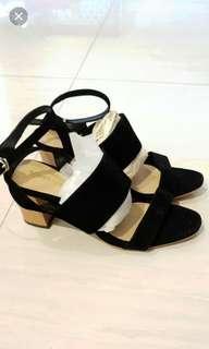 Shoe label heels