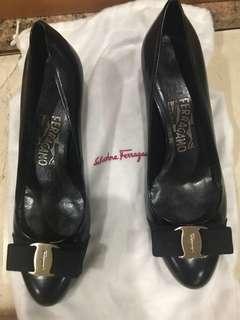 100% new classic black leather Ferragamo Shoes