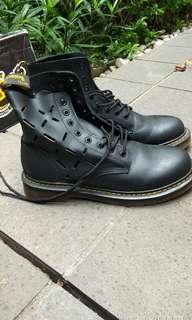 Dr martens boots docmart sepatu bekas docmartens not adidas vans converse fila timberland redwing