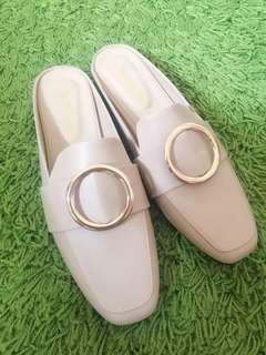 淺米駝金屬釦環半包穆勒鞋