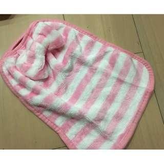 🚚 【陽陽小舖】《蝴蝶結掛式擦手巾》可掛式 蝴蝶結珊瑚絨擦手巾 廚房擦手毛巾(粉條紋)
