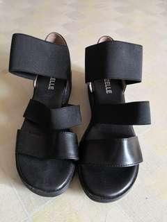 Women sandals (size refer to photo)