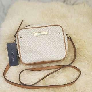 Tommy Hilfiger Signature Crossbody Shoulder Bag Purse ❤BIG SALE P5500 ONLY❤ With tag Swipe for detailed pics