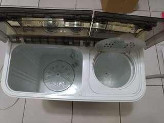 Frigidaire 3.5Kg雙槽半自動洗衣機