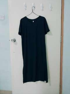 Black v-neck prom dress