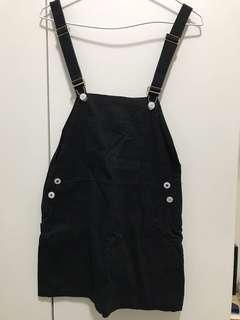 黑色吊帶短裙