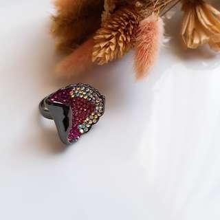 🚚 滿滿鑲鑽 3D荷葉造型戒指 復古風 宮廷風