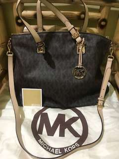 464459a0b3c7 Michael Kors Tote Bag two way (sling bag   handbag)