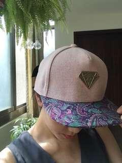 🚚 麻吉 潮牌machi 鴨舌帽 硬頂帽 平嘴鴨舌帽 變形蟲造型 粉紅色 鑽石帽