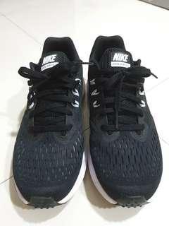 Nike Zoom Winflo 4 (Black US 8) women sports shoe