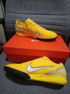 Nike 足球鞋全新44碼
