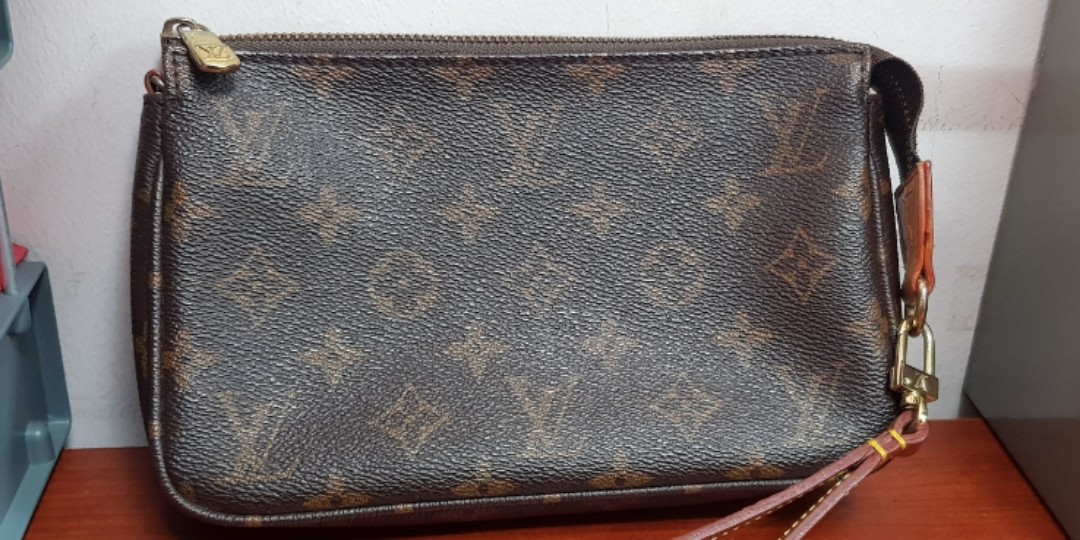 9fe5353715f1 Louis Vuitton Monogram Clutch Bag with Wrist Strap