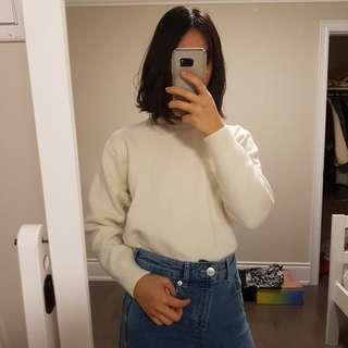 Uniqlo White Longsleeve Sweater