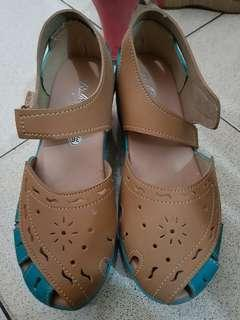 Brown and blue wedges