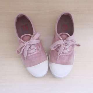 Girls dusty pink canvas size 34 Junior 2 Y