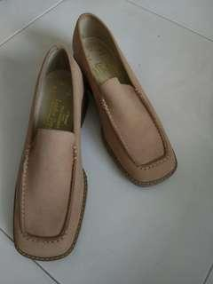 Woman leather shoe