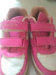 Sepatu pink ukuran 32