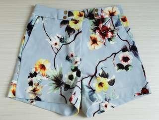 Zara floral shorts 🌻🌼🌷