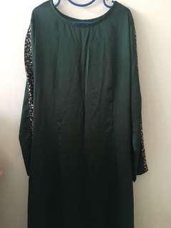 Emerald green sequin jubah