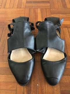 Black shoes/sandals size 6